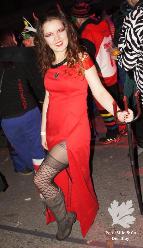 teufel-im-roten-kleid