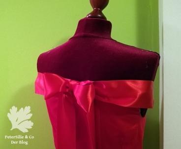Rotes Kleid Schulterfrei Rücken mit Schleife