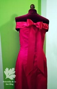 Rotes Kleid Schulterfrei mit Schleife am Rücken