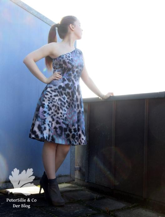 fashionstyle-5_2016-oneshoulder-kleid-9