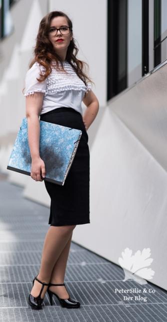 Bluse Pramo mit Posamentborte und schwarzen Bleistrock Vintage nähen