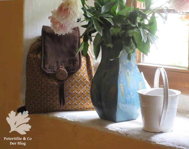 Shweshwe Rücksack für Karlotta Pink am Fenster