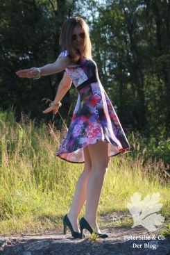 PeterSilieUndCo HonigSüß Nähkind Kleid Graffiti Blümchen