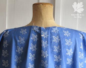 Bluse Blaudruck Rückenfalten