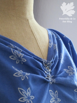 Ausschnitt Blaudruckbluse