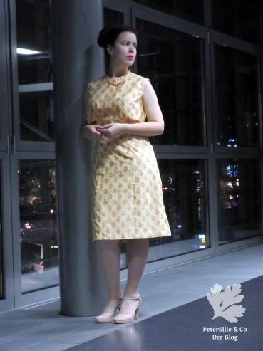 Der Neue Schnitt Mai 1964 elegantes Vintage Kleid nähen Seide creme Jäckchen Nähblog Karlotta Pink