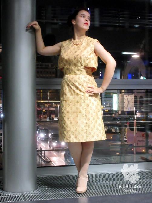 Goldenes Kleid 8k
