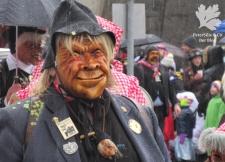 Krienser Holzmaske