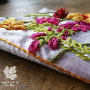 Bänder Stickerei Nadelbrief Blüten handgestickt